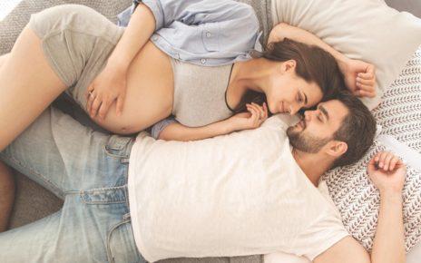 8 Posisi Bercinta agar Cepat Hamil yang Perlu Moms dan Dads Coba