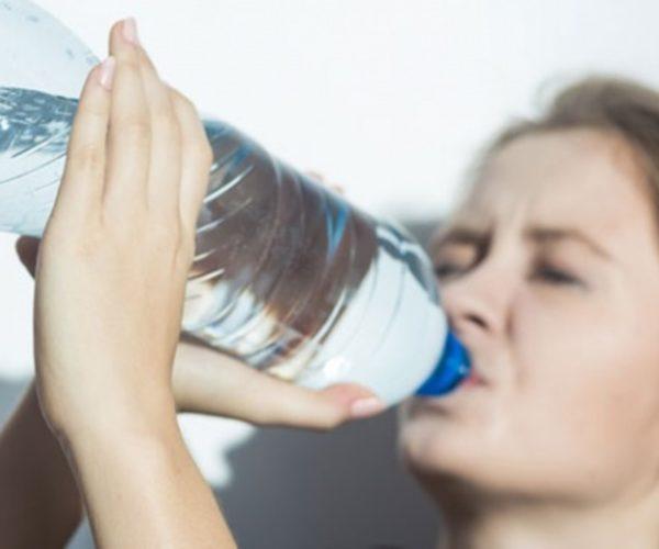 Apakah Minum Terlalu Banyak Air Bisa Berbahaya